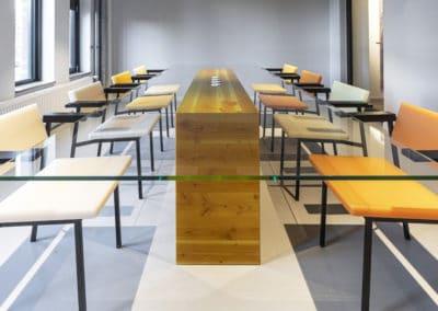 Vergaderruimte met glazen tafel