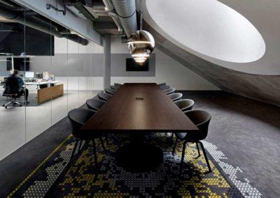 Kantoorinrichting vergadertafel en stoelen